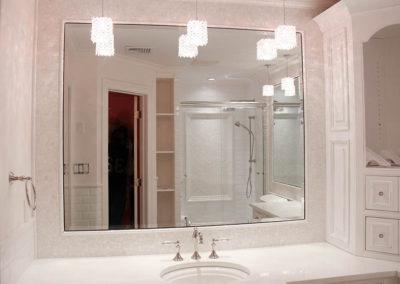Vanity mirror with iridescent circular stone border