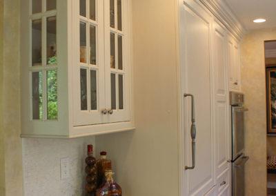 Full mullion corner cabinet