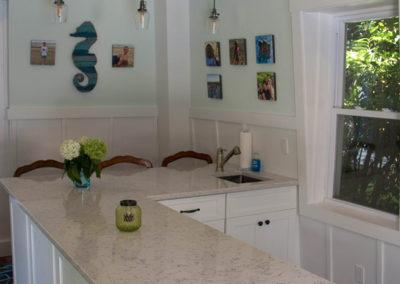 Silestone Lyra quartz countertop and hurricane pendant light fixtures