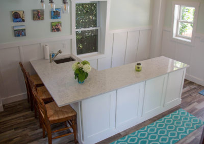 L-shape countertop and seating area
