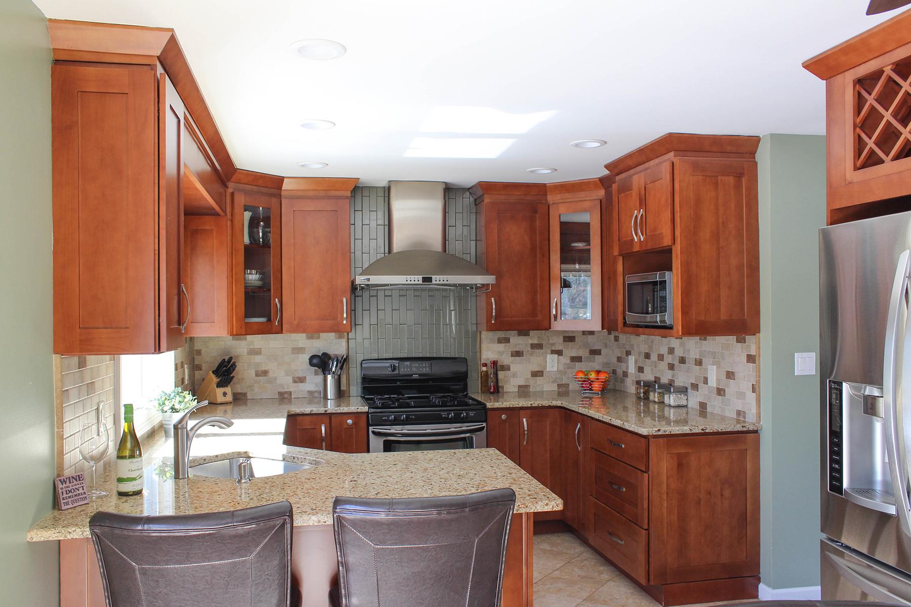 Transitional Cherry Wood Kitchen | Evo Design Center